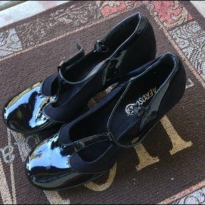 Aerosols, Size 6M heels